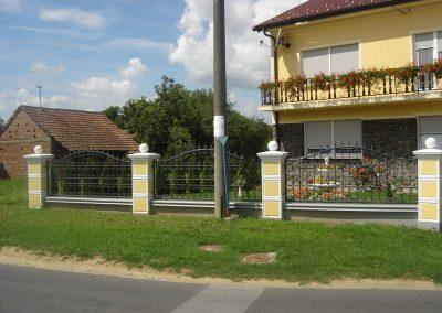 Stupovi i ograde (24)