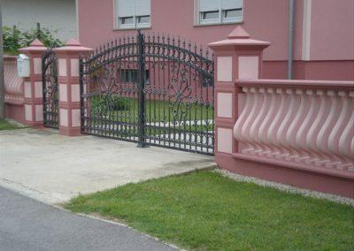 Stupovi i ograde (57)