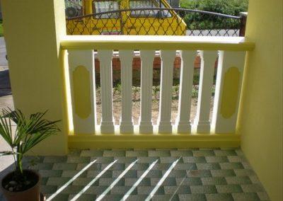 Stupovi i ograde (80)