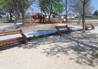 Komunalna oprema – betonska klupa sa naslonom